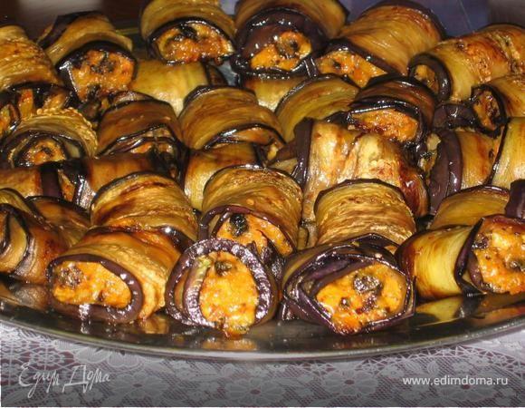 Сочные рулетики из баклажанов. Ингредиенты: баклажаны, соевый соус, растительное масло