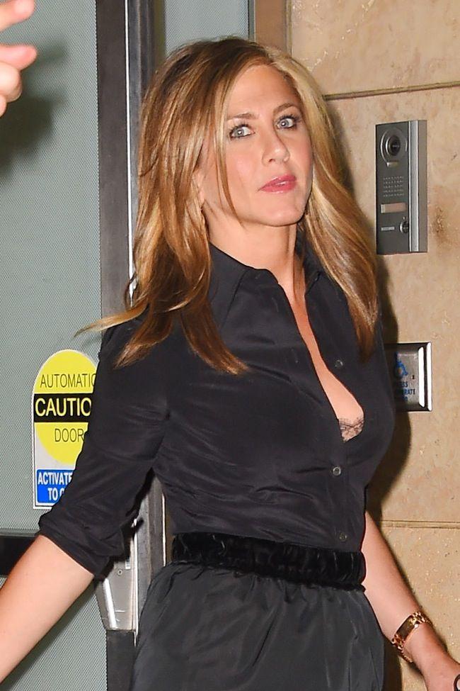 Το sexy ατύχημα της Jennifer Aniston! Τι είδε η κάμερα - JoyTV