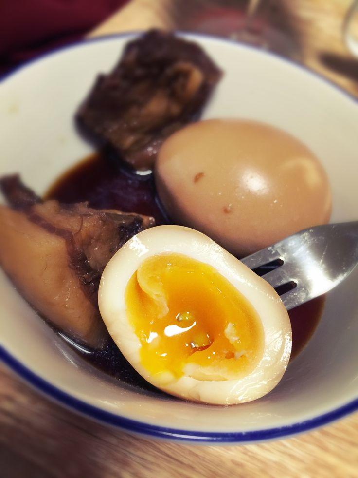 沖縄の角煮、自家製三枚肉の残り汁にゆで卵ぶっ込んでみたの巻き。めっちゃ美味い。