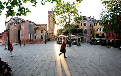 Venezia: Campo e la chiesa San Giacomo dal Orio