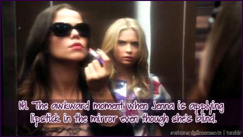 Esta parte nao entenditp se ela nao consegue ver pode simplesmente aplicar batom e como vai saber que a parede do elevador é um espelho
