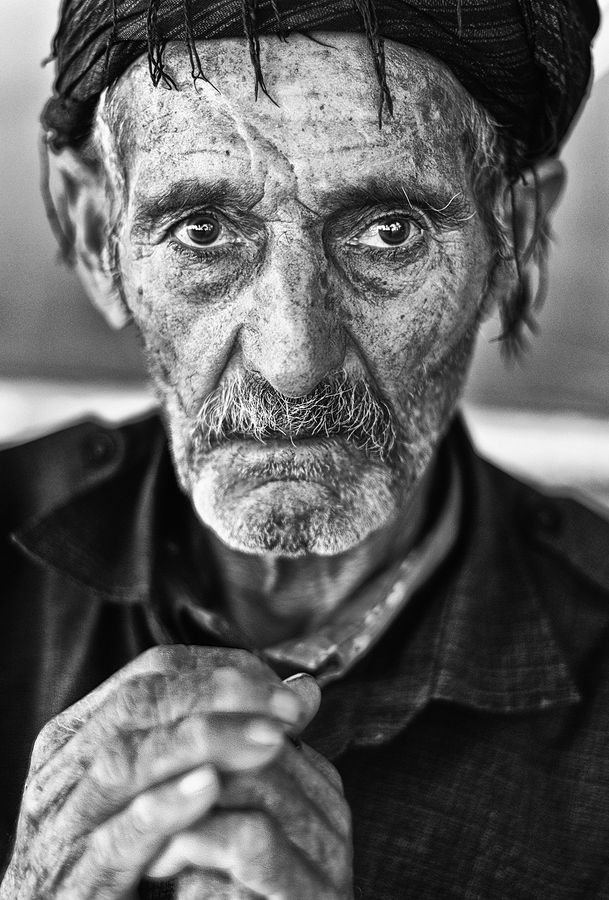 Look to life, wrinckly, old face, guy, powerful face, intense eyes, strong portrait, beauty, wrinckles, lines of life, hands, photo b/w.