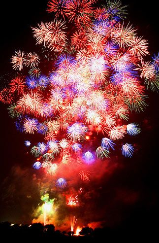 22 Amazing Examples of Firework Photography and How to Take Them