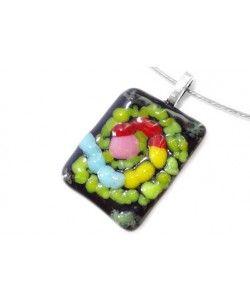 Handgemaakte glashanger van zwart glas met groen-rood-roze-geel-blauwe accenten!