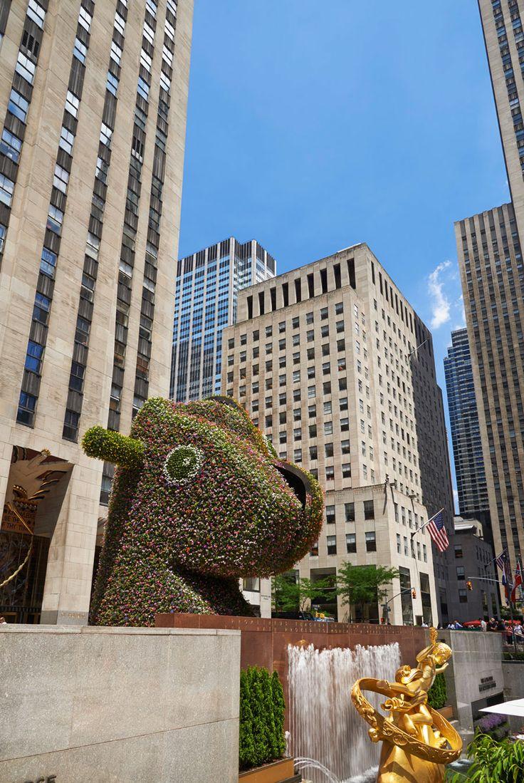 The coloring book koons - Jeff Koons Sculpture Split Rocker At Rockefeller Plaza