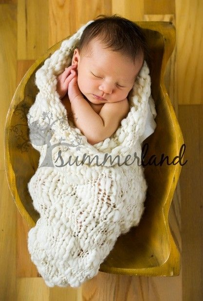 Free Knitting Pattern Baby Cocoon Pod : Chunky Pea Pod Knitting Pattern for Newborn Babies - Baby Cocoon Photography ...