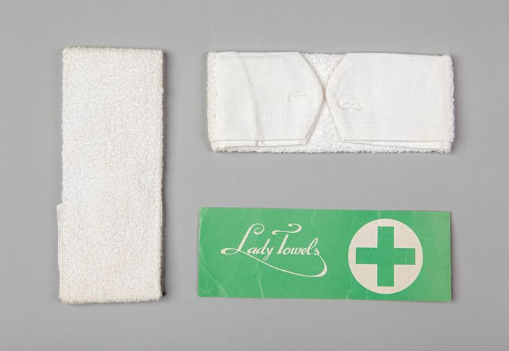 Setje Lady Towels badstof maandverband met verpakking 1955