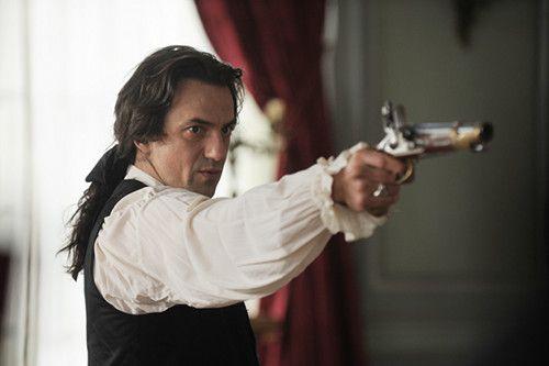 Nicolas, notre bel homme avec son pistolet