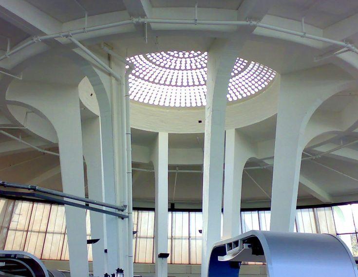 Industrieel hè ... Hiervoor moet je dus in Rotterdam zijn. Oude bouwcentrum - Expohal voor wederopbouw Rotterdam ..destijds.