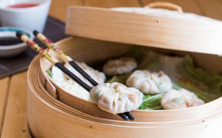 I ravioli cinesi di gamberi al vapore sono un piatto gustoso e leggero e sono ottimi con la salsa agrodolce o quella di soia. Leggi la ricetta!