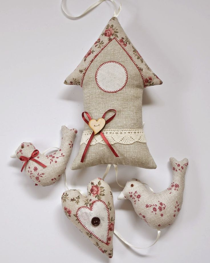 It would be neat to put a clock in a stuffed birdhouse like this.