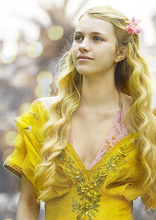 Myrcella 2.0 in Season 5 of Game of Thrones. Psst, Myrcella, your bra is…