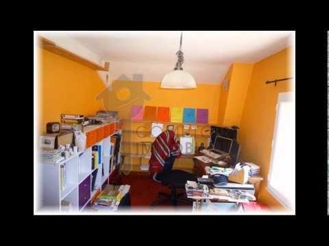 Vente belle maison à Génolhac (30) Gard.  Elle compte trois pièces dont deux chambres, un SDB avec WC, et une belle pièce de vie avec cuisine US. Le terrain attenant a été aménagé en garage mais peut retrouver très facilement sa vocation de jardin/terrasse puisqu'il existe un stationnement devant la maison.  http://www.jopimmo.fr/Languedoc-Roussillon-Gard-Maison---Villa---Vente---A-vendre-gard--30--Genolhac-proche-maison-T3-sur-110-m2-amenage-en-garage--22781.htm