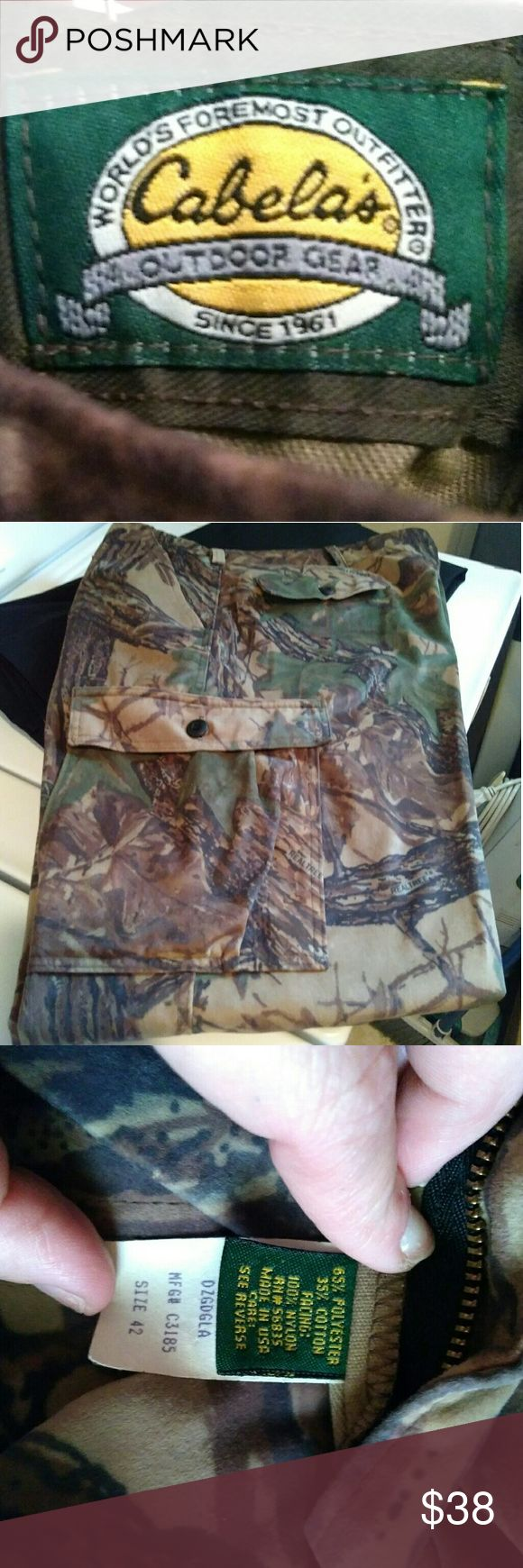 Camouflage Pants NWOT Fleece * Water resistant * Camouflage * Real Tree * NWOT * Leight Weight * 6 pockets * Large button side pockets Cabela's Pants