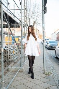 Simple, White Dress and Black Tights   Tights Review