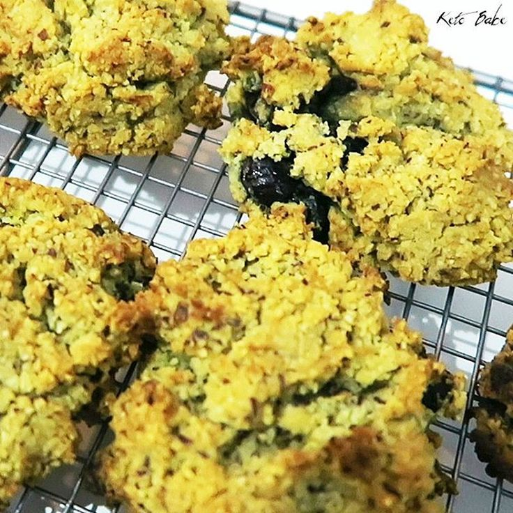 This vegan lemon and blueberry keto diet recipe contains only 2g carbs per scone. Compare to a Baker's Delight glazed lemon and blueberry scone which has 54g carbs and 301 calories. Recipe video on YouTube at Keto Babe Rocks. Link in Instabio. #ketobabe #ketobaberocks #vegan #veganketo #ketovegan #veganketogenic #ketogenicvegan #ketorecipes #veganrecipes #lowcarb #lchf #keto #ketodiet #lemon #blueberry #scones #bakersdelight