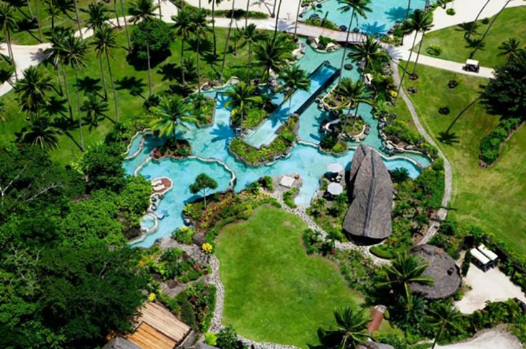 Les piscines uniques extérieures avec des multiples îlots