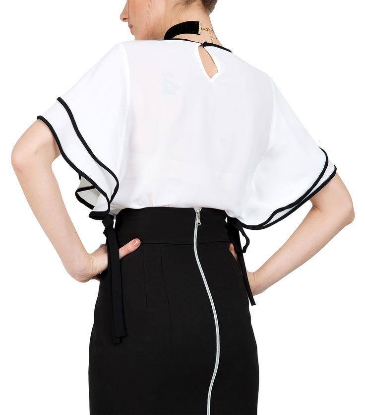 Λευκή μπλούζα με βολάν (πίσω)