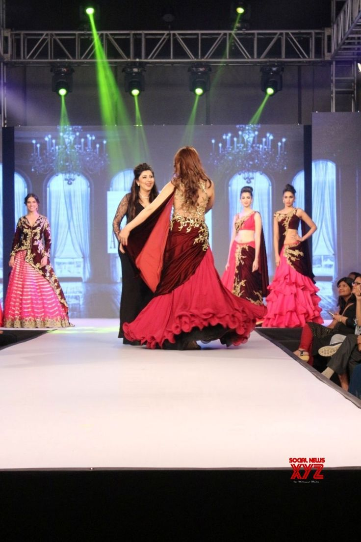 Mumbai: Fashion Designer Archana Kochhar's show Sangeeta Bijlani - Social News XYZ