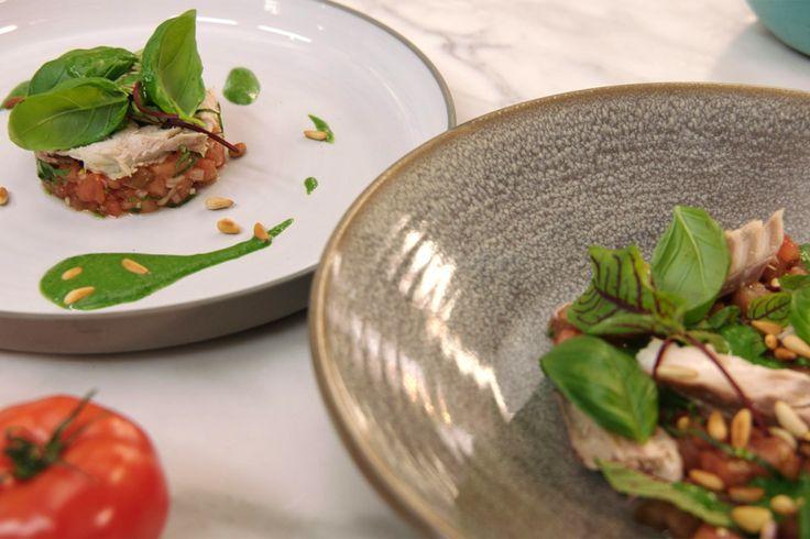 Paling in 't groen is een traditioneel gerecht, maar Jeroen bewijst dat ook gerookte makreel lekker smaakt met een kruidensaus.