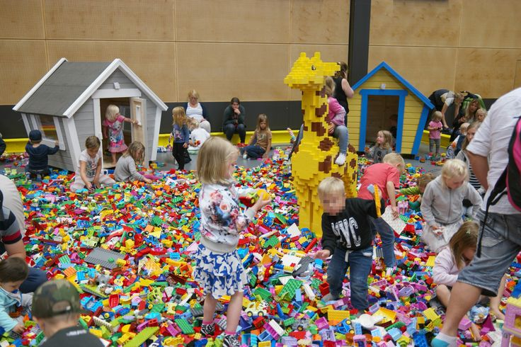 Lekstuga Fabrik / Emily / Holly ...At Klossfestivalen största LEGO® event! i Örebro 2015