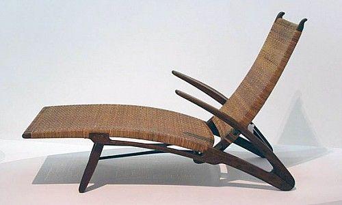 *curiosidade* Ao procurar-se referências sobre ícones do Design, a associação com o Design Escandinavo é natural e imediata. A fama do design originado na Escandinávia perpetua-se através do tempo, mantendo-se como vanguarda e repetindo o seu valor como ícone clássico e do bom gosto. - Cadeira de HANS WEGNER, Designer de renome de mobiliário Dinamarquês que tem um estilo que agrega funcionalidade orgânica ao modernismo e contribuiu para a disseminação da qualidade dos produtos dinamarqueses.