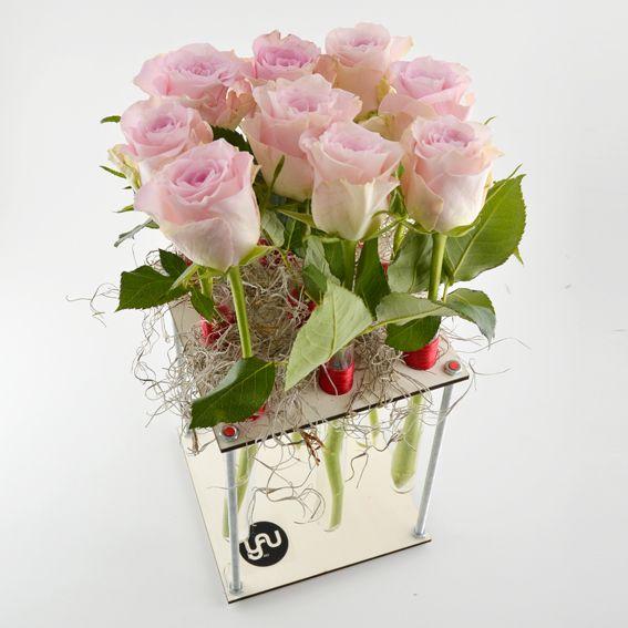 YaU Concept _ LEMN | WOOD _ yau flori _ catalog martie 2013 _ aranjamente in structuri lemn cu flori de primavara