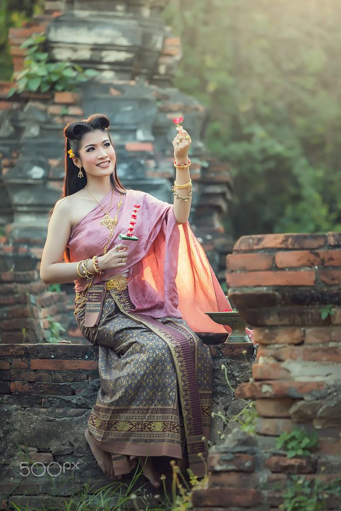 Asian Women at Thailand traditional dress by Santi foto on 500px