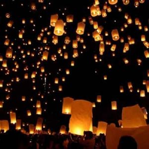 So instead of giving my guests rice I'm gonna give them floating paper lanterns to release when we leave. Goodness :)