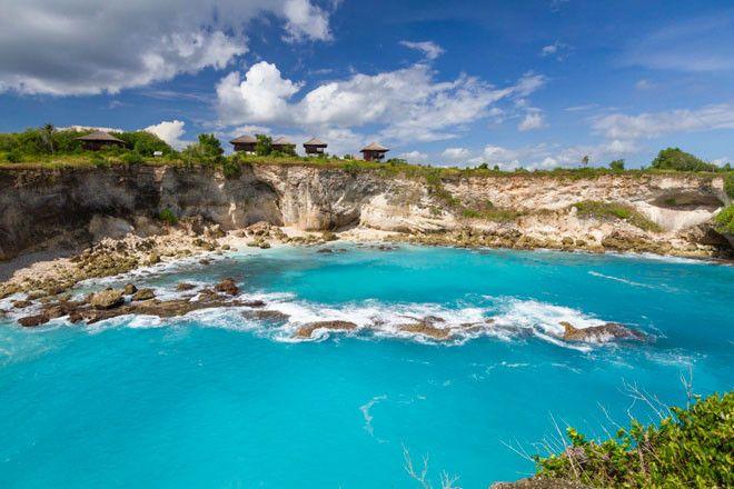 En la isla de Nusa Ceningan, a unos 20 km de Bali, esta Laguna Azul es muy visitada.
