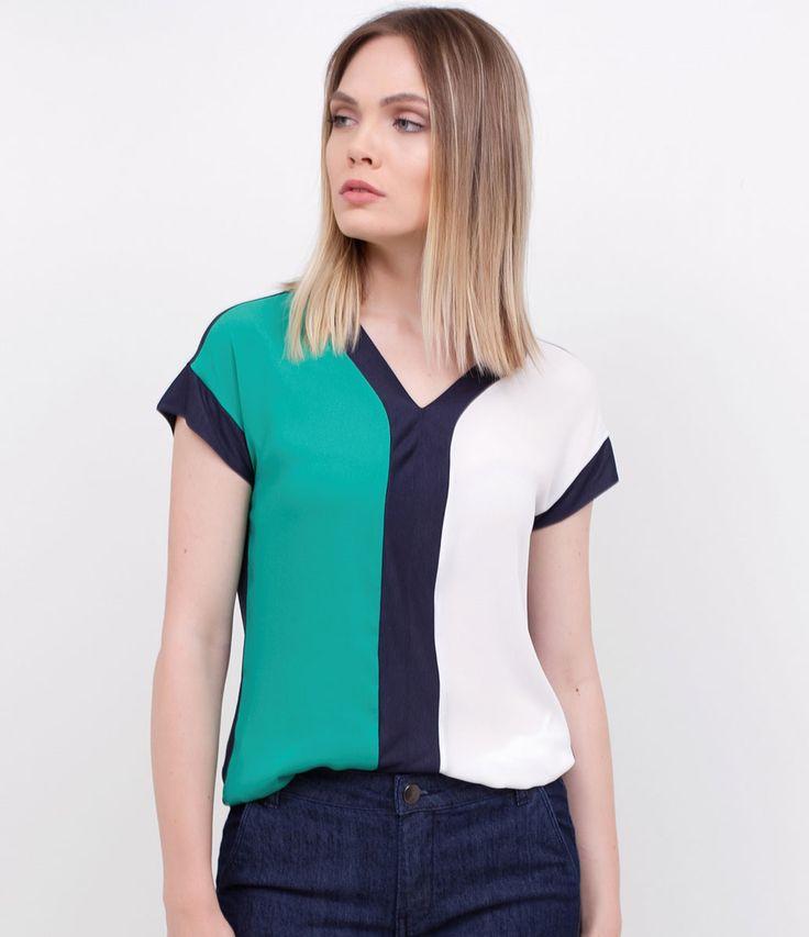 Blusa feminina  Com recortes  Marca: Cortelle  Tecido: viscose  Modelo veste tamanho: P     Medidas da Modelo:     Altura: 1.75  Busto: 81  Cintura: 67  Quadril: 94       COLEÇÃO VERÃO 2017     Veja mais opções de    blusas femininas   .