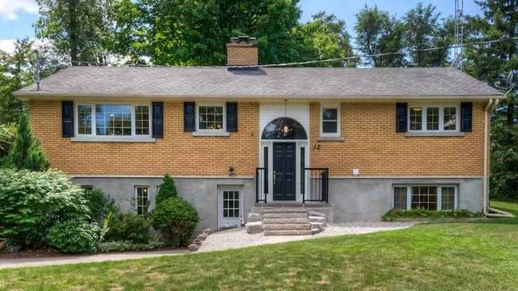 Book your private showing today! Call us for more information 519-772-4144 | info@ShawRealtyGroup.com or visit http://goo.gl/SsDJxj For 3D tour, click >>> https://my.matterport.com/show/?m=qJ3zis7D8B7