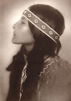 The Piegan Blackfeet (Aamsskáápipikani)(Southern Piikáni/Peigan) or simply as Piikáni in Blackfoot. Photo by Roland Reed, 1915.