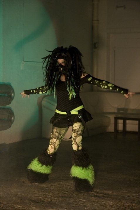 Pong Dance Queen, cyber goth, industrial dance ...