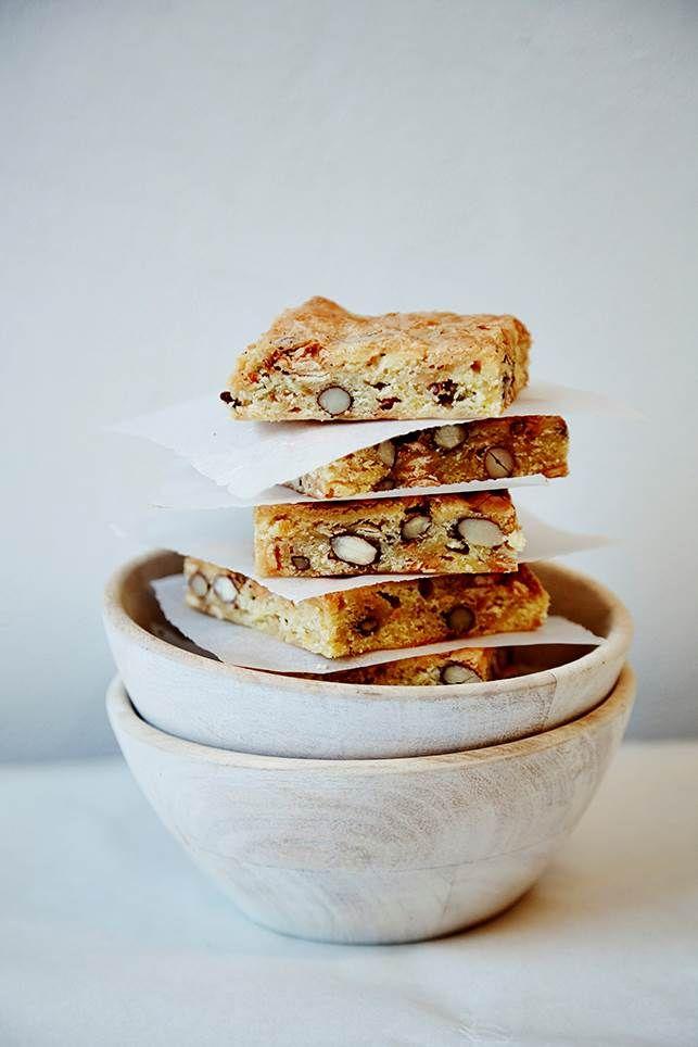 Emmerys hvide brownies er en af deres signaturkager, og nu kan du lave den saftige brownie hjemme i dit eget køkken
