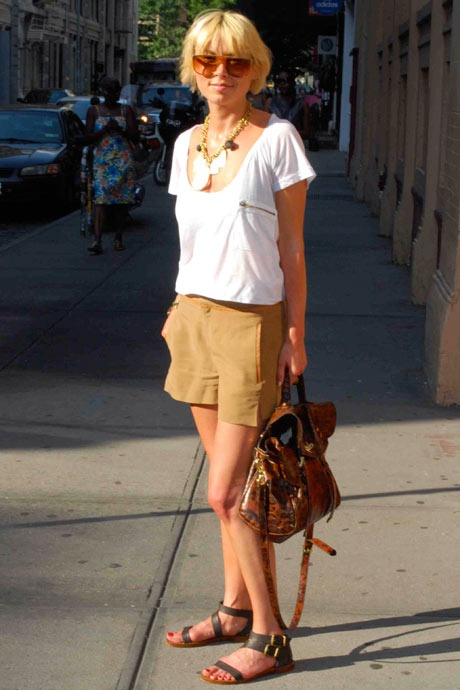 casual but put together: LNA T-shirt, Zara shorts and shoes, Mulberry bag, Dior sunglasses