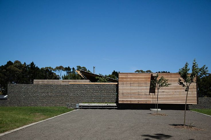 set on a land with vineyards and pasture, landscaping elements such as gabion walls were employed to divide the property into four pavilions.