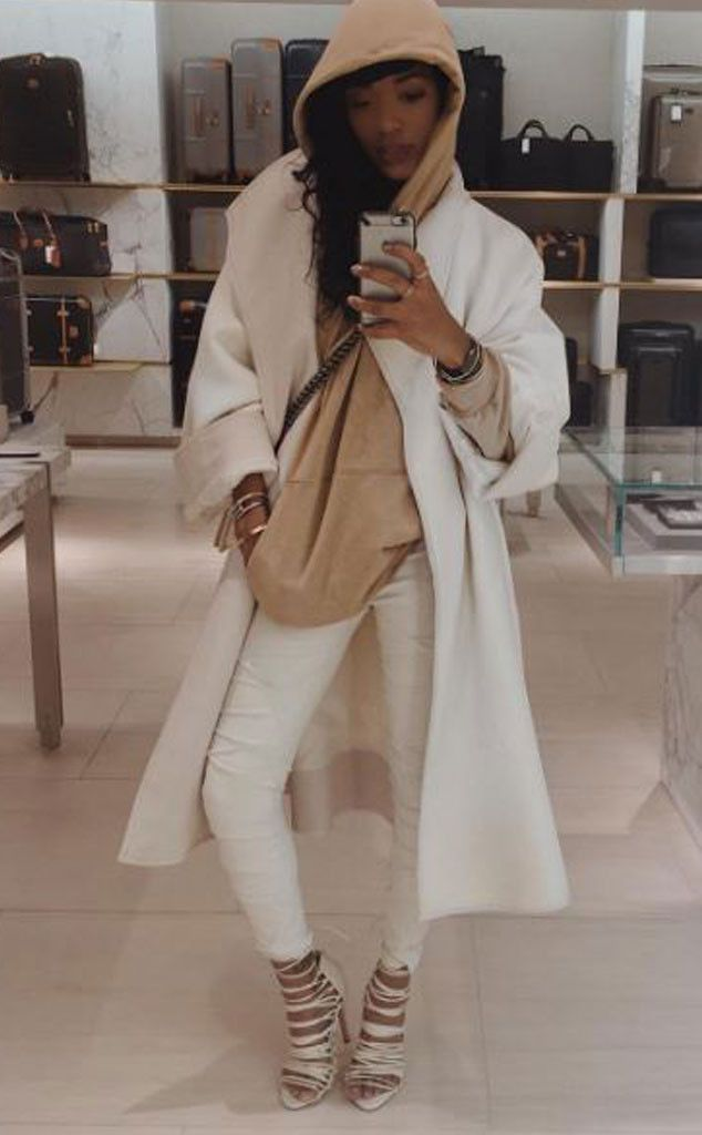 "Staying Neutral from Elisa Johnson's Most Stylish Instagrams  ""Just luggage shopping"""