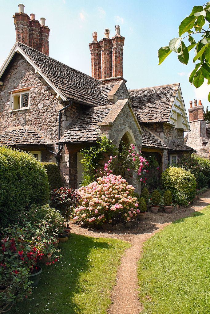 Beautiful gabled cottage - Victorian era with those chimneys?  Does any one know?  BWE