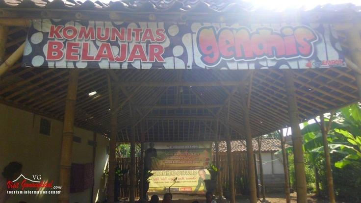 Desa Wisata Batik cangkring Bansari berada di Kecamatan Wonosari Kabupaten Gunungkidul. Hanya sekitar 1 kilometer dari pusat perkotaan Wonosari. Bagi Anda para wisatawan yang suka membatik, bisa melihat bahkan praktek sendiri bagaimana  [caption id=attachment_538 alig