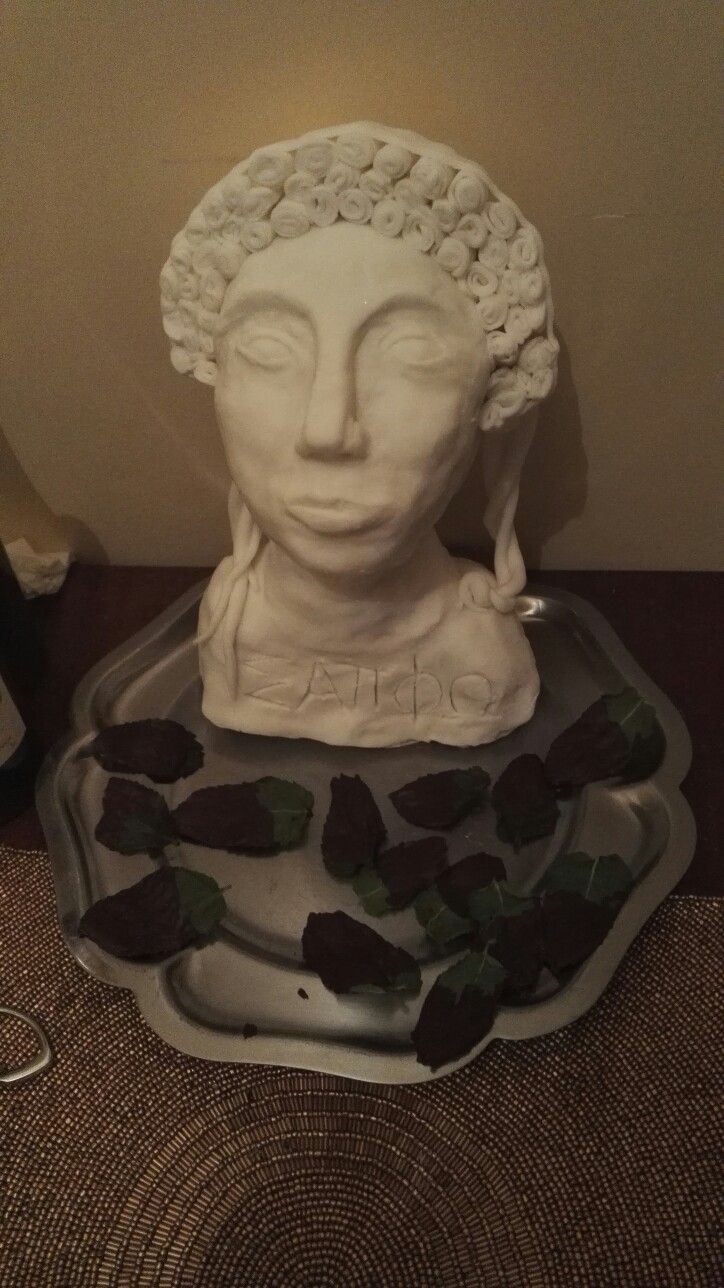 my edible sappho statuette with mint chocalate leaves