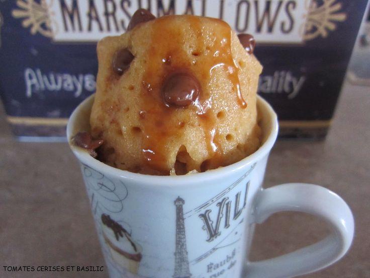 Tomates cerises et Basilic: Mug cake au caramel au beurre salé et brisures de chocolat
