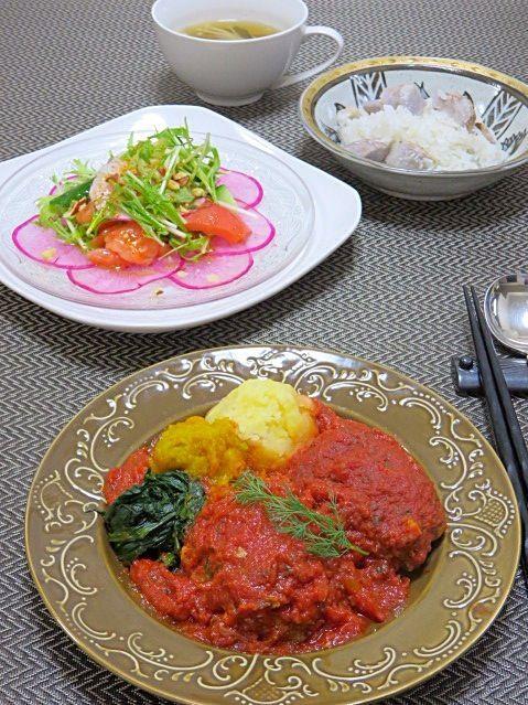 続き  野菜たっぷりのトマトソースで煮込んだハンバーグに、じゃがいも、南瓜、ほうれん草のピューレを添えて南仏風(^^)? お義母さん製の里芋もまだまだあるのでご飯に。  今日も野菜たっぷり、美味しかった! - 19件のもぐもぐ - 今晩は、煮込みハンバーグ 3色ピュレ、サラダ 紅大根 赤かぶ 水菜 トマト 胡瓜 ナッツ、キノコとわかめのスープ、里芋ご飯  晩御飯は殆どお魚で和食の我が家ですが、息子のお弁当用にお肉料理も作っているので冷蔵庫に色々入っていたりします(*^^*) いいお魚に出会えなかったので、今晩は珍しくお肉料理。 野菜たっぷりのトマ by akazawa3