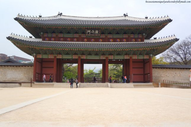 Donhwamun Gate 돈화문, the two-storied building that serves as the main entrance to the Changdeokgung Palace 창덕궁 complex in Seoul, South Korea....