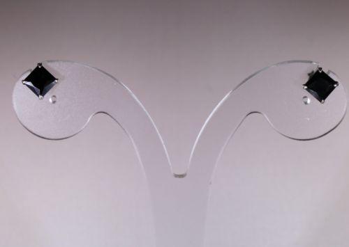 Pendientes circonitas negras 6 X 6 mm. en PLATA DE LEY 925 mm cierre de presion - 3 pares disponibles, te lo ponemos en tu casa por sólo 7 €. Venga anímate y date un caprichito...!!!