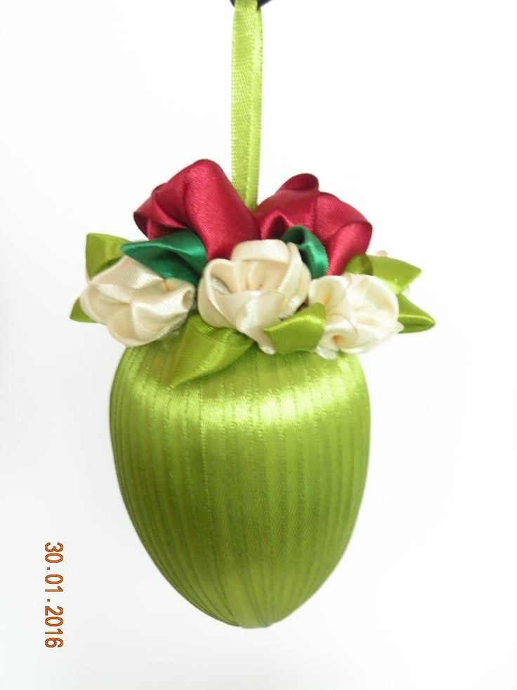Jajo Wielkanocne tulipany ze wstążki