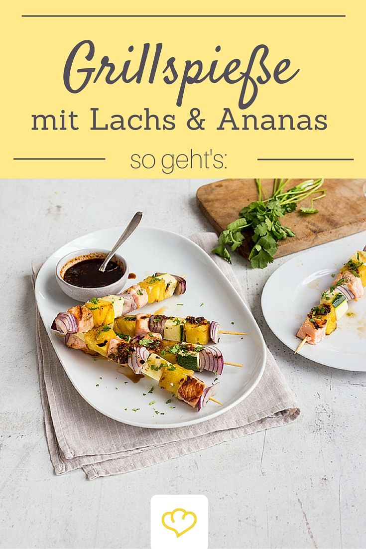 Für den nächsten Grillabend: Spieße mit Lachs und Ananas.