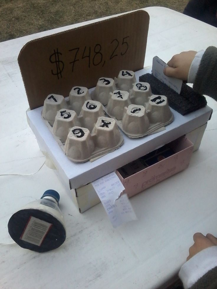 Caja registradora con posnet y scanner. Hecho con caja de zapatos y maple