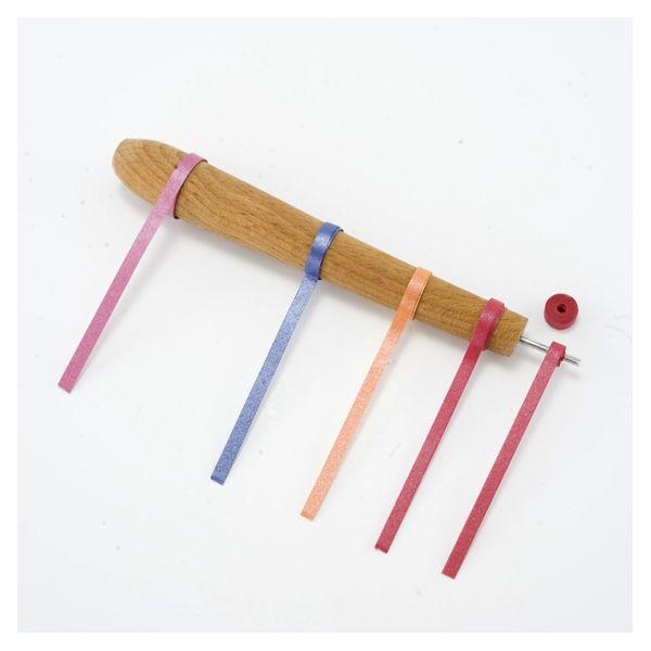 """Νο1 Πτεροτυλιχτήρι Το καλύτερο πτεροτυλιχτήρι της αγοράς! Kωδικός 01-0001 Το Πτεροτυλιχτήρι είναι βασικό εργαλείο στη χαρτοπλεκτική. Το Πτεροτυλιχτήρι """"Χάρτικο"""" είναι το μοναδικό εργαλείο περιέλιξης στην αγορά που διαθέτει ξύλινο χερούλι (στενό κάτω - φαρδύ επάνω), σχεδιασμένο ειδικά για να μπορείτε να δημιουργήσετε το βασικό σχήμα """"Κύκλος"""" σε διαφορετικές διαμέτρους. http://goo.gl/e1aMg2"""