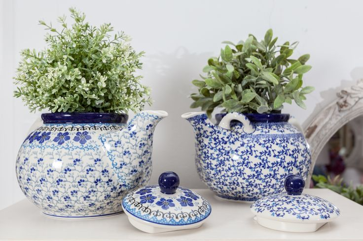 Have you ever thought of planting lively colours in a teapot? Check out our collection of teapots!